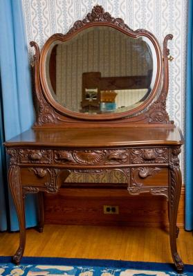 Robert Mitchell Furniture Company. 61.900.78. Dressing Table